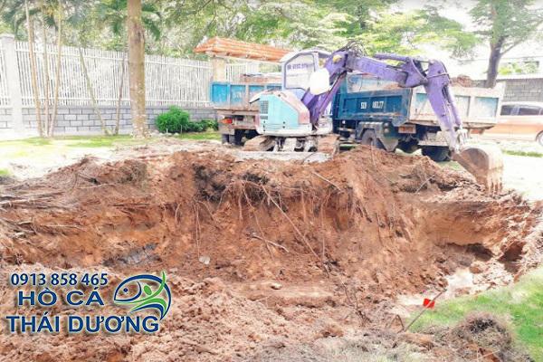 đào đất thi công hồ cá koi tại bình tân
